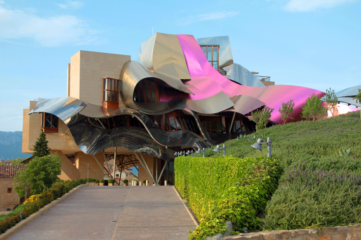 Kike_on_tour_marques_de_riscal_frank_gerhy