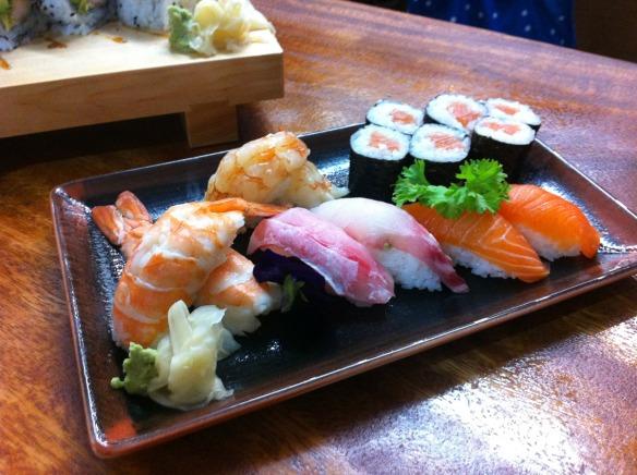 Kike_on_tour_kenji_sushi_bar_restaurante_japones_kenko_sushi_bandeja