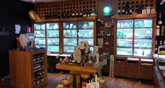 Kike_on_tour_bar_quesos_queseria_cocina_vino_tapas_producto_amelie